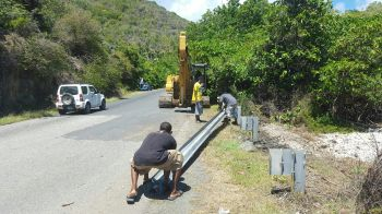 Contractors removing the barriers to allow the excavator access into the area invaded by sargassum. Photo: VINO