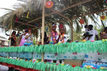 A float filled with children during the Easter Monday Parade on April 17, 2017. Photo: VINO