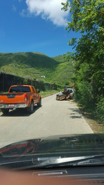It was a challenge for larger vehicles to pass. Photo: VINO