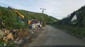 Another view of the cleared road. Photo: VINO