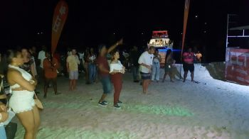 A section of the crowd gathered on the beach for the show. Photo: VINO