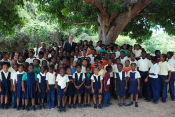 Students of the Bregado Flax Educational Centre-Primary Division take a photo with Governor John S. Duncan OBE and his wife Anne Marie Duncan. Photo: GIS