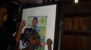 Several persons signed a portrait memorial of Todman. Photo: Facebook