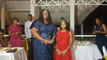 Primary Founder Ms Dawn U. Leonard received an award. Photo: VINO
