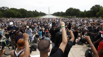 Demonstrators protest Saturday, June 6, 2020, at the Lincoln Memorial in Washington, over the death of George p. Floyd Jr .Photo: AP/Alex Brandon