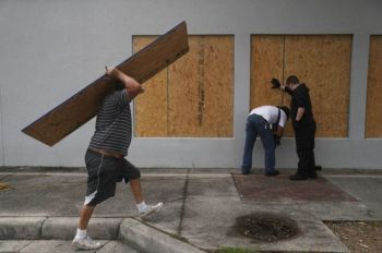 Residents put plywood up in Port St Joe, Florida. Photo: GETTY IMAGES
