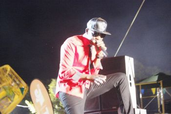 Busy Signal belting out one of his hits. Photo: VINO
