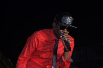 Busy Signal on stage. Photo: VINO