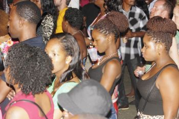 Girls reacting to Busy Signal's sounds. Photo: VINO