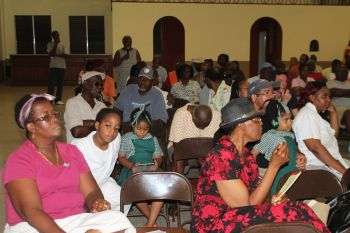 A section of the audience at the meeting held last night May 5, 2015 at the East End/Long Look Community Centre. Photo: VINO