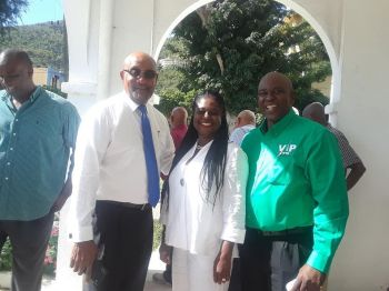 Chairman of the PVIM Hon Ronnie W. Skelton, Verna V. Smith of PU and Carvin Malone of the VIP. Photo: Team of Reporters
