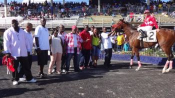 Broken Home in the winners circle with fans. Photo:VINO Team of reporters