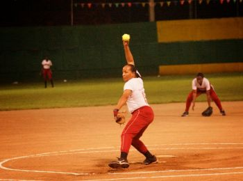 The final score was 19-9, with the Pythons having 9 hits, 3 errors and leaving 5 runners on base. The Hawks had 8 hits, 7 errors and left 8 runners on base. The winning pitcher was Sheniqua Fahie and the loser was Laura Isaac. Photo: Andre 'Shadow' Dawson