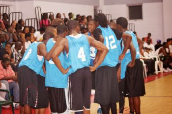 Team Da 3rd in a huddle as the game progressed. Photo: Andre 'Shadow' Dawson