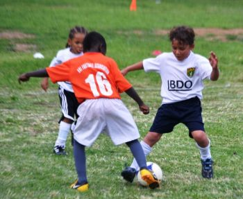 First Impressions had an easy win over their opponents Cedar White to reach the final of the BDO U7 Football League. Photo: Charlie E. Jackson/VINO