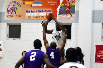 The powerful Dextroy D. Manswell (with ball) could not prevent a Bayside Blazers defeat. Photo: Charlie E. Jackson/VINO