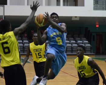 A player from Another Level surges through the middle en route to the basket. Photo: Charlie E. Jackson/VINO