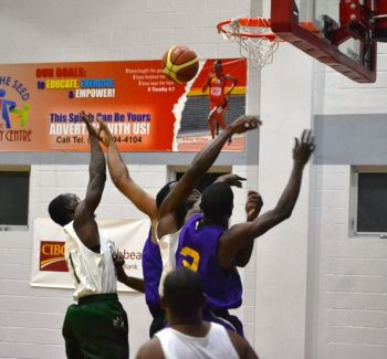 Action from the game. Photo: Charlie E. Jackson/VINO