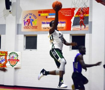 Franklyn L. Penn of Bayside Blazers soars to the basket. Photo: Charlie E. Jackson/VINO