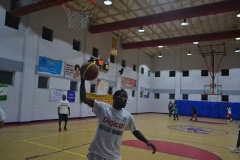 The Bayside Blazers is now six wins and one controversial loss by one point as they continue their march in the Hon Julian Fraser Save the Seed Basketball League. Photo: Charlie E. Jackson/VINO
