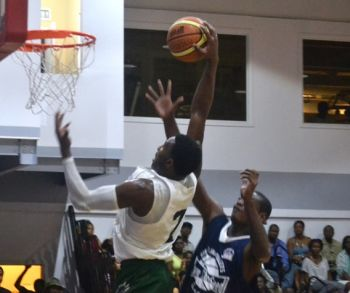 Deon J. Edwin of Bayside Blazers powers past the Knights defence in this basket attempt. Photo: Charlie E. Jackson/VINO