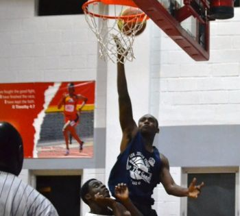 A Knights player going for the basket. Photo: Charlie E. Jackson/VINO