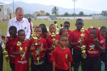 Under 9 champions Althea Scatliffe Primary School. Photo: Charlie E. Jackson/VINO
