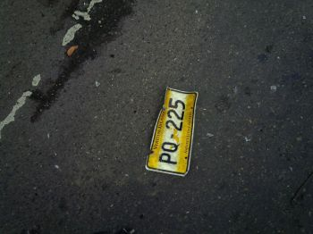 The number plate that was left behind reportedly by the vehicle that sped away. Photo: VINO