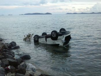 The vehicle that ended in the sea following an accident at Pockwood Pond this evening, September 4, 2015. One person has reportedly died. Photo: VINO