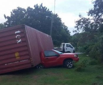 The driver of this vehicle can consider himself extremely fortunate as, according to reports, he escaped unhurt when the container of a truck fell on his vehicle at Paraquita Bay this morning, January 19, 2016. Photo: Team of Reporters