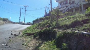 For years, residents have complained of the erosion of the road and the lack of guard rails in the area where the accident occurred. Team of Reporters