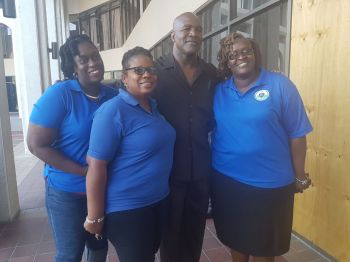 Staff at Central Administration Complex seize the opportunity for a photo with former four-time world heavyweight boxing champion Evander Holyfield today, January 15, 2018. Photo: VINO