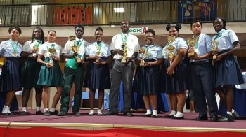 Pictures of all the winners including the other impromptu students from other schools. Photo: Team of Reporters