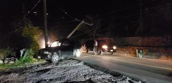 Residents and businesses are without power in the Manuel Reef area due to utility pole being knocked down by an SUV around 8:00pm on August 30, 2019. Photo: VINO