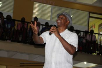 Virgin Islands icon Mr Elmore Stoutt entertains the students with stories. Photo: VINO