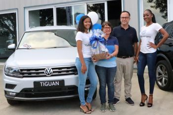 Sophie and Philipp Neumann opted for the Tiguan comfort line. Here they are flanked by the Volkswagen girls that included former Miss World BVI, Sasha O. Wintz (right). Photo: VINO