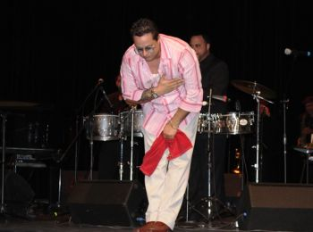 Tito Puente Jr. takes a bow after the band's performance. Photo:VINO
