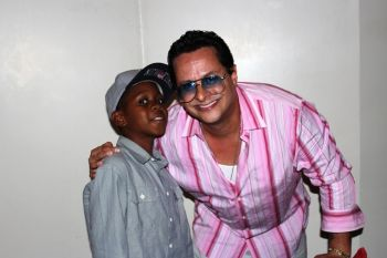 A young fan strikes a pose with Tito Puente Jr after the show. Photo:VINO