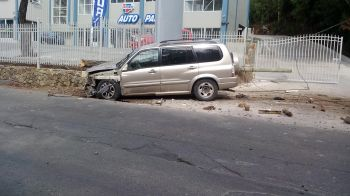 The accident involved a lone SUV. The driver is said to be receiving treatment at Peebles Hospital. Photo: VINO