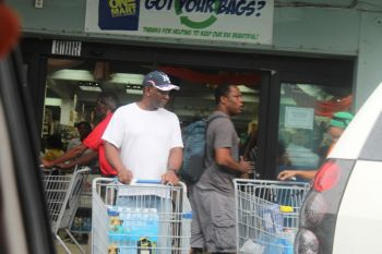 Persons doing last minute shopping of emergency supplies. Photo: VINO