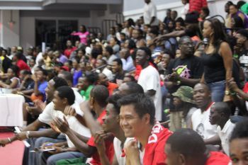 The crowd getting excited as the Bayside Blazers clawed their way back into the game against Knights. Photo: VINO
