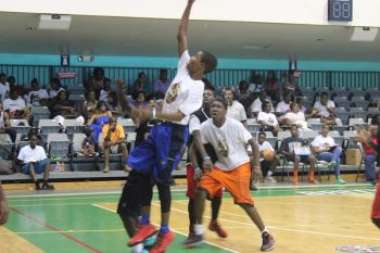 Action in the championship game in the 13-15 Division between Arrow Tang (white top) and Future. Photo: VINO