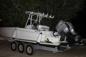 Informed and reliable sources have confirmed with this news site that a daring chase by US Coast Guard ended on the shores of Tortola less than an hour ago this evening November 10, 2014. Above, the boat on which the men were. Photo: VINO