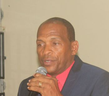 Minister for Communications and Works Honourable Mark H. Vanterpool (R4) speaking during the meeting. Photo: VINO