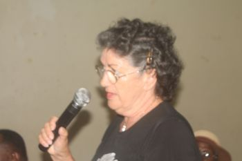 A member of the community speaking during the meeting. Photo: VINO