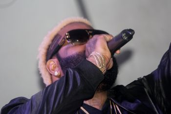 However, after these issues were resolved, the Jamaican DJ known for his heavy use of autotunes to modify his voice on recordings, performed his new songs 'Right Now Me Want F***' and 'Dem Nah Like We. Who de F*** Cares? before belting out older hits he is well known for such as 'Informer', 'Duppy Know Who Fi Frighten', 'Fallen Soldier', 'When de Love a Come Down' and a host of others.Photo: VINO