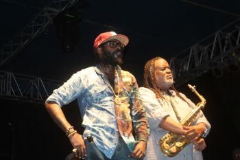 Tarrus Riley and his band member strike a pose. Photo: VINO