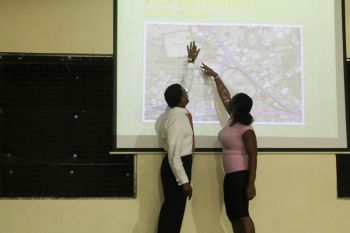 Some residents sought detailed explanations for matters surrounding the proposed project. Photo: VINO