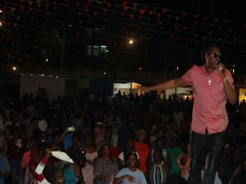 Patrons enjoyed a performance from Trinidad and Tobago's Nigel Lewis, who had the crowd in a frenzy with his energetic performance. Photo: VINO