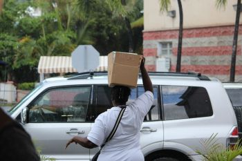 A customer takes her goods from the supermarket in a box. Photo: VINO